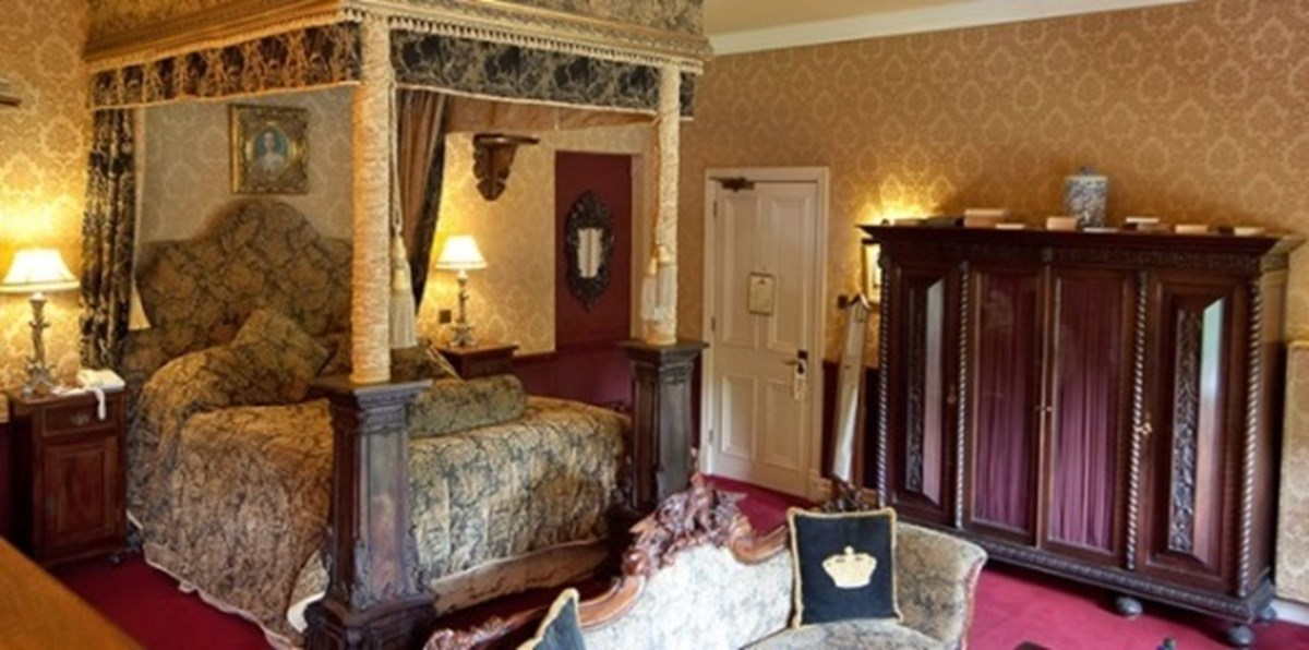 Swell A Few Special Rooms In A Few Special Castles Download Free Architecture Designs Rallybritishbridgeorg
