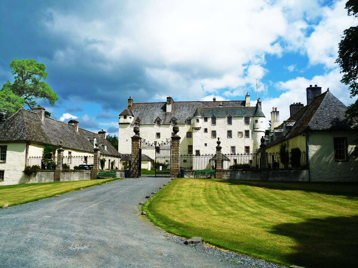 Top 5 small castle wedding venues for Small chateau
