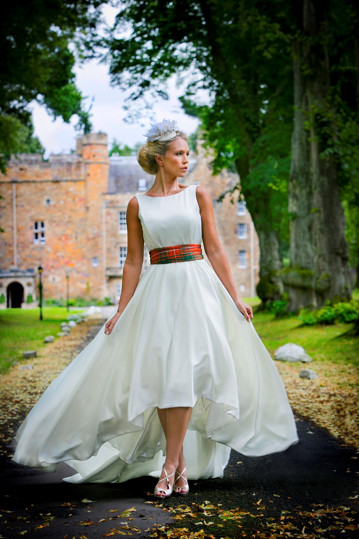 Summer Wedding Outfits Can Be Completely Flexible If You Love Your Legs Why Not Show Them Off With A Shorter Dress