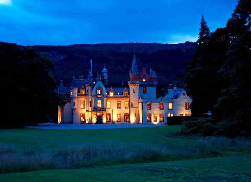 Luxury Castle Hire - Aldourie Castle