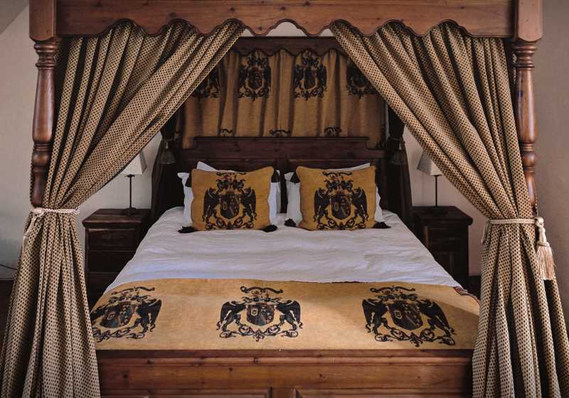 Four Poster 3