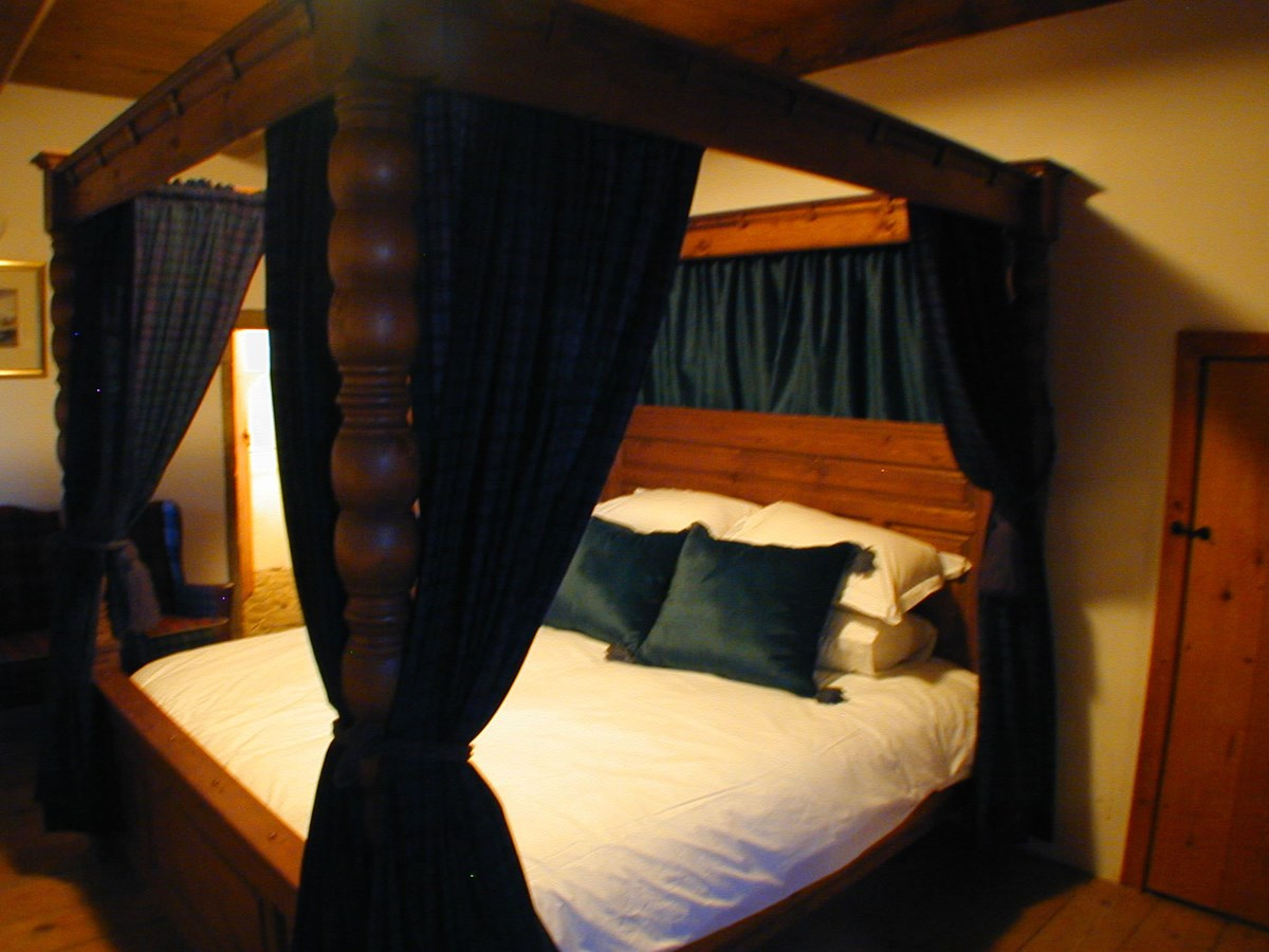 Peckforton castle hotel rooms 4 poster - Castle Law Is Located On The Ayrshire Coast 25 Miles From Glasgow And 70 Miles From Edinburgh Prices Start At 2950 Pounds Per Week Three Night Breaks