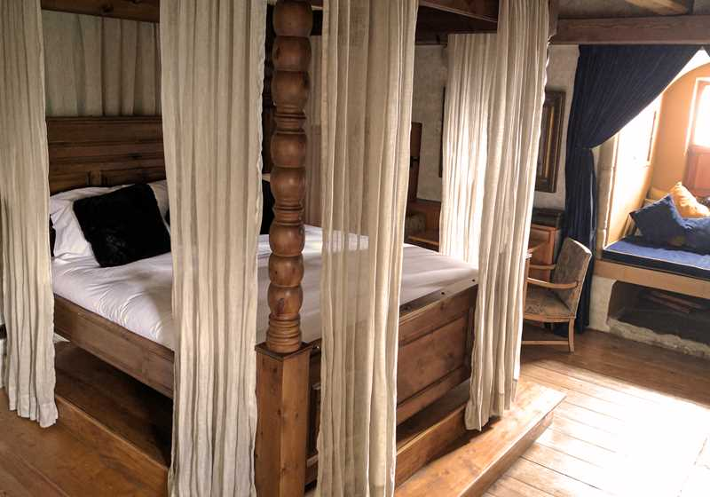 Four Poster 2